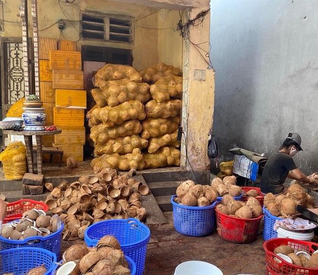 Nước dừa có giá 20.000 đồng/lít, ngày bán 500 chai: Nguồn gốc ở đâu?-3