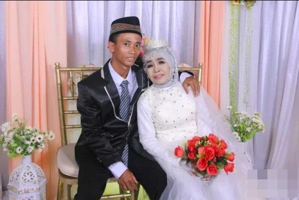 Nhận chàng trai kém 41 tuổi làm con nuôi nhưng 1 năm sau đột ngột tổ chức đám cưới, cô dâu 65 tuổi công khai số của hồi môn kỉ lục-1