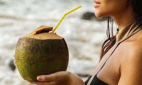 Nắng nóng uống nước dừa cực mát, nhưng không tránh những điều này thì dễ rước họa-1