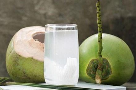 Nắng nóng uống nước dừa cực mát, nhưng không tránh những điều này thì dễ
