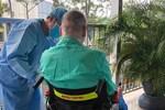 Sức cơ hô hấp của bệnh nhân phi công người Anh có cải thiện, đang tập cai máy thở, thận đã hồi phục, chức năng tim gan tốt-2