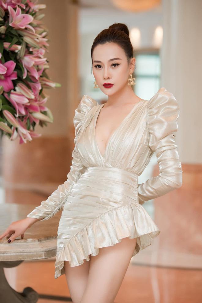 Nhìn bộ váy ngắn nhạy cảm của Phương Oanh Quỳnh Búp Bê mới thấy êkip Việt nên học hỏi người Hàn ở khoản tinh tế-1