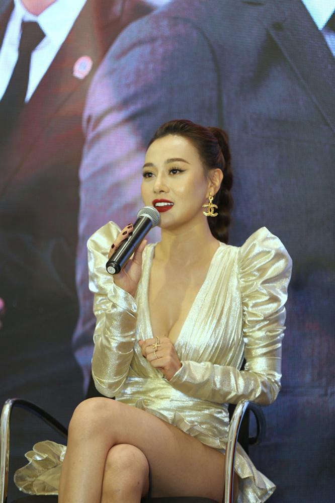 Nhìn bộ váy ngắn nhạy cảm của Phương Oanh Quỳnh Búp Bê mới thấy êkip Việt nên học hỏi người Hàn ở khoản tinh tế-5