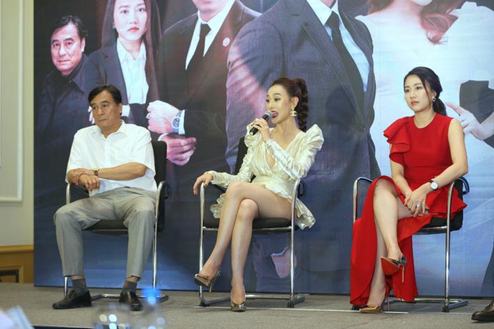 Nhìn bộ váy ngắn nhạy cảm của Phương Oanh Quỳnh Búp Bê mới thấy êkip Việt nên học hỏi người Hàn ở khoản tinh tế-6
