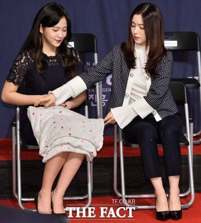 Nhìn bộ váy ngắn nhạy cảm của Phương Oanh Quỳnh Búp Bê mới thấy êkip Việt nên học hỏi người Hàn ở khoản tinh tế-10