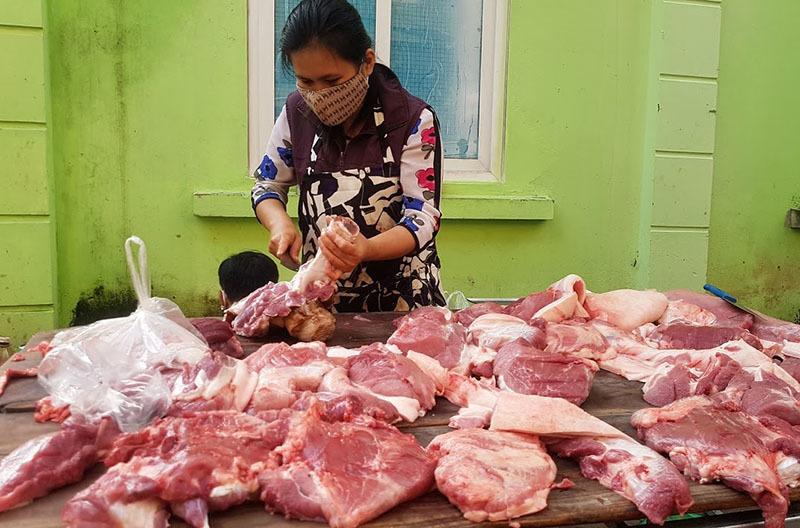 Tham lãi đậm, thịt lợn ế chợ, dân buôn quyết không giảm giá-2