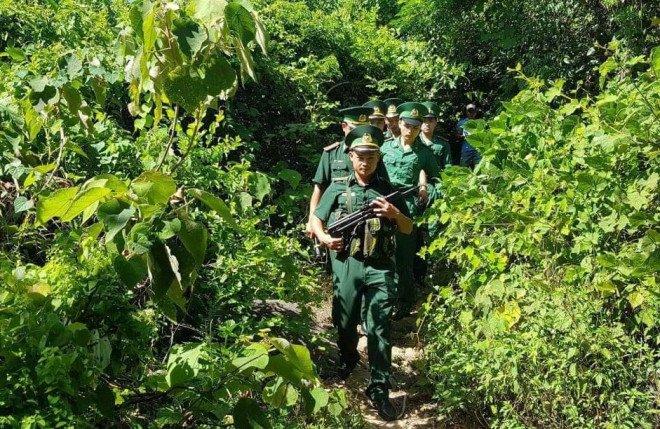 Tìm thấy dấu vết phạm nhân trốn trại đặc biệt nguy hiểm Triệu Quân Sự để lại trong rừng-2