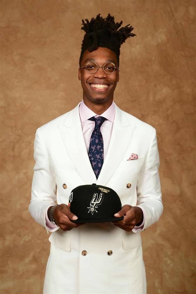 Câu chuyện đẫm nước mắt ẩn sau mái tóc kỳ dị của ngôi sao NBA-2