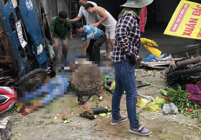 Vụ 2 xe tải và ô tô con va chạm rồi lao vào chợ: Ít nhất 5 người thiệt mạng-5