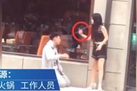 Cãi nhau với bạn gái, chàng trai quỳ xuống tự tát mặt mình để tạ lỗi và cách đáp trả của bạn gái khiến anh xấu hổ ê chề