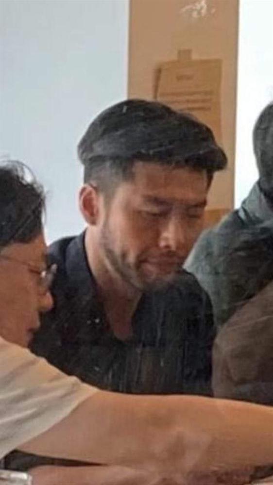 Lộ tạo hình của Hyun Bin trong phim mới: Râu quai nón bụi bặm nhưng vẫn rất đẹp trai-3