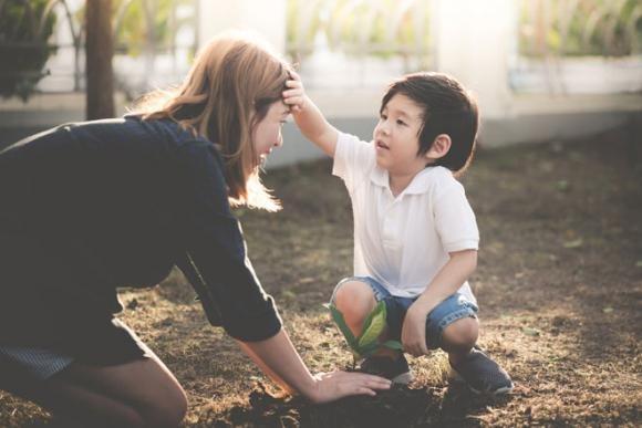 Bố mẹ dạy dỗ bao nhiêu cũng thành công cốc nếu con vẫn còn mắc phải những lỗi cơ bản trong giao tiếp như thế này-5