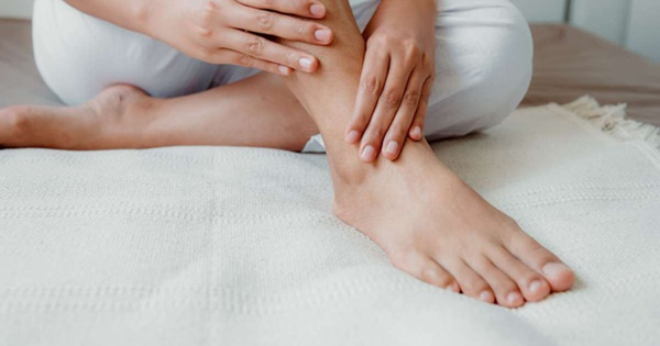 Móng chân chuyển màu đen có thể là nốt ruồi lành tính nhưng nhiều khi cũng là dấu hiệu của các bệnh, bao gồm cả ung thư-2