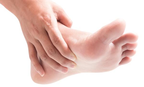 Móng chân chuyển màu đen có thể là nốt ruồi lành tính nhưng nhiều khi cũng là dấu hiệu của các bệnh, bao gồm cả ung thư-4