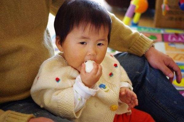Cháu gái 3 tuổi ngộ độc nặng sau bữa cơm nhà, bà ngoại hối hận vì sai lầm khi luộc trứng gà, rất nhiều gia đình cũng mắc phải-1