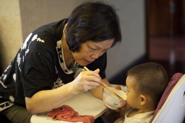 Cháu gái 3 tuổi ngộ độc nặng sau bữa cơm nhà, bà ngoại hối hận vì sai lầm khi luộc trứng gà, rất nhiều gia đình cũng mắc phải-3