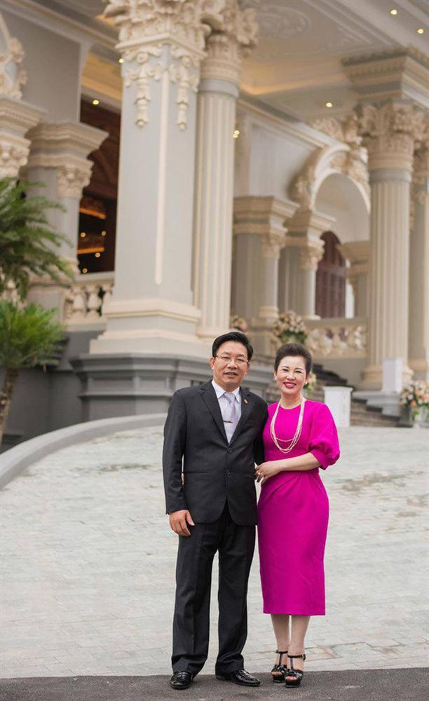 Nhan sắc quyền lực, quý phái của bà chủ tòa lâu đài lộng lẫy ở Nam Định, hóa ra là nhân vật từng rất quen trên mạng xã hội-6