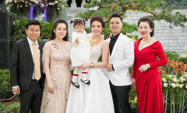 Nhan sắc quyền lực, quý phái của bà chủ tòa lâu đài lộng lẫy ở Nam Định, hóa ra là nhân vật từng rất quen trên mạng xã hội-3