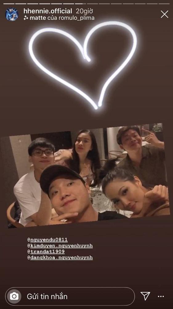 Bạn trai đạo diễn bỗng xoá hết ảnh chung với HHen Niê trên Facebook, nhấn mạnh đang độc thân, chuyện gì đây?-2