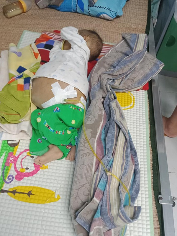 Bức thư đẫm nước mắt của người cha là giáo viên gửi con trai 9 tháng tuổi, cái bụng chực nổ tung vì căn bệnh hiểm nghèo-1
