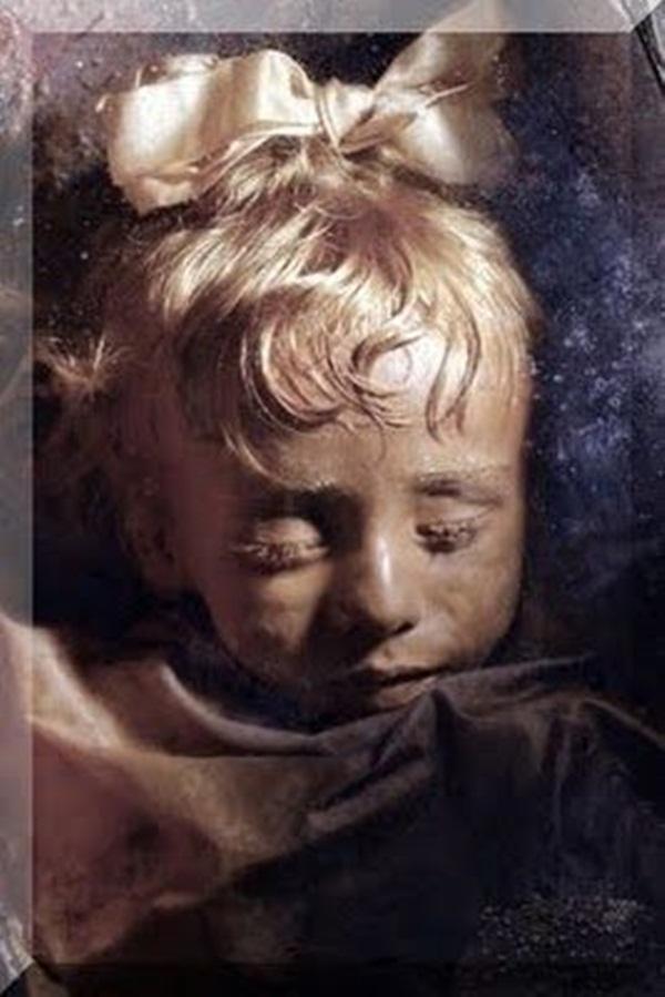 Bí ẩn xác ướp bé gái xinh xắn được ví như phiên bản thật của Công chúa ngủ trong rừng, 100 năm tuổi vẫn còn chớp mắt-2
