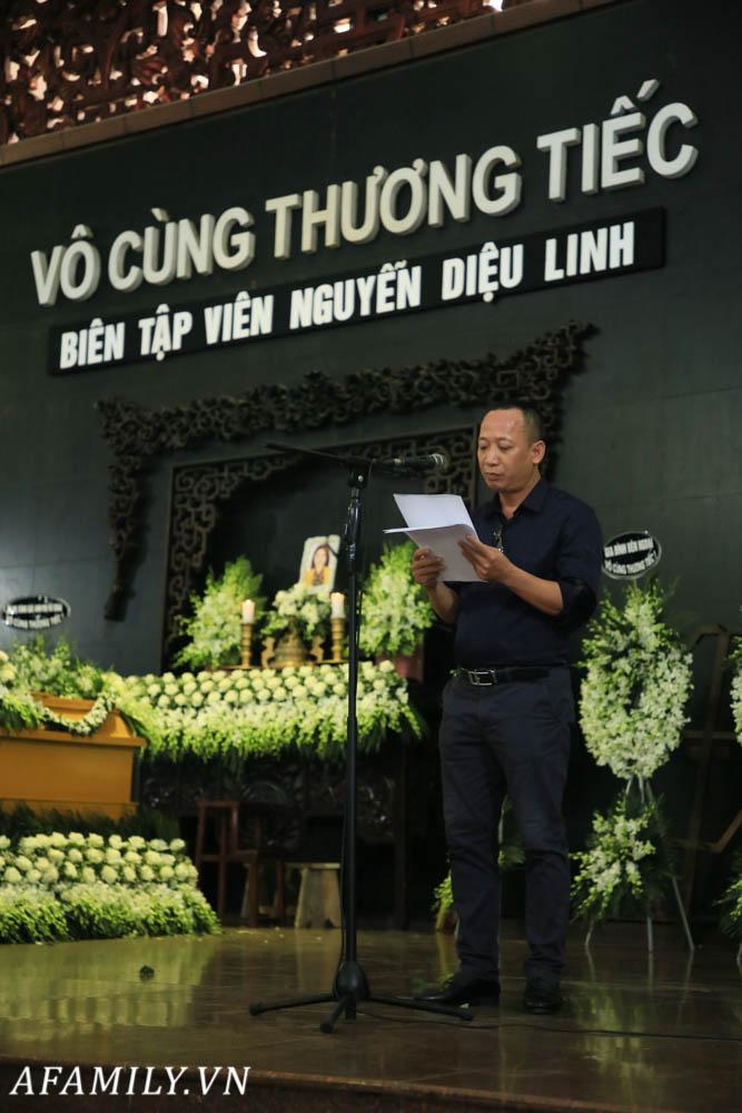 Lễ viếng nữ MC Diệu Linh vừa kết thúc, người mẹ đứng không vững khi nhìn thấy di hài con gái được đưa ra xe-8