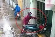 Hai tên trộm phối hợp lấy cắp xe máy ở TP.HCM