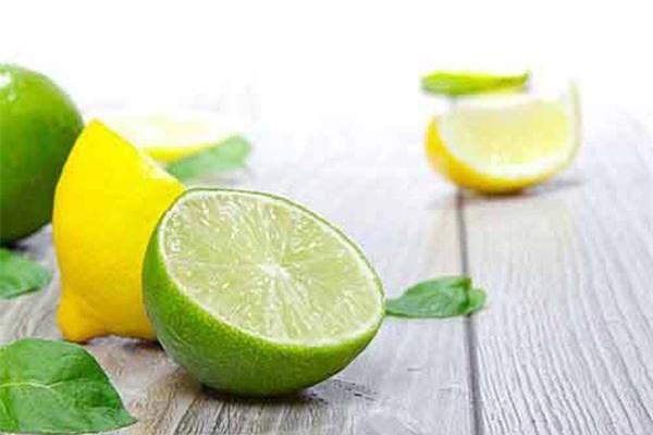 Không cần hóa chất tẩy rửa, đồ thủy tinh ố vàng sẽ sáng choang nhờ 1 thứ nguyên liệu có sẵn trong bếp-1
