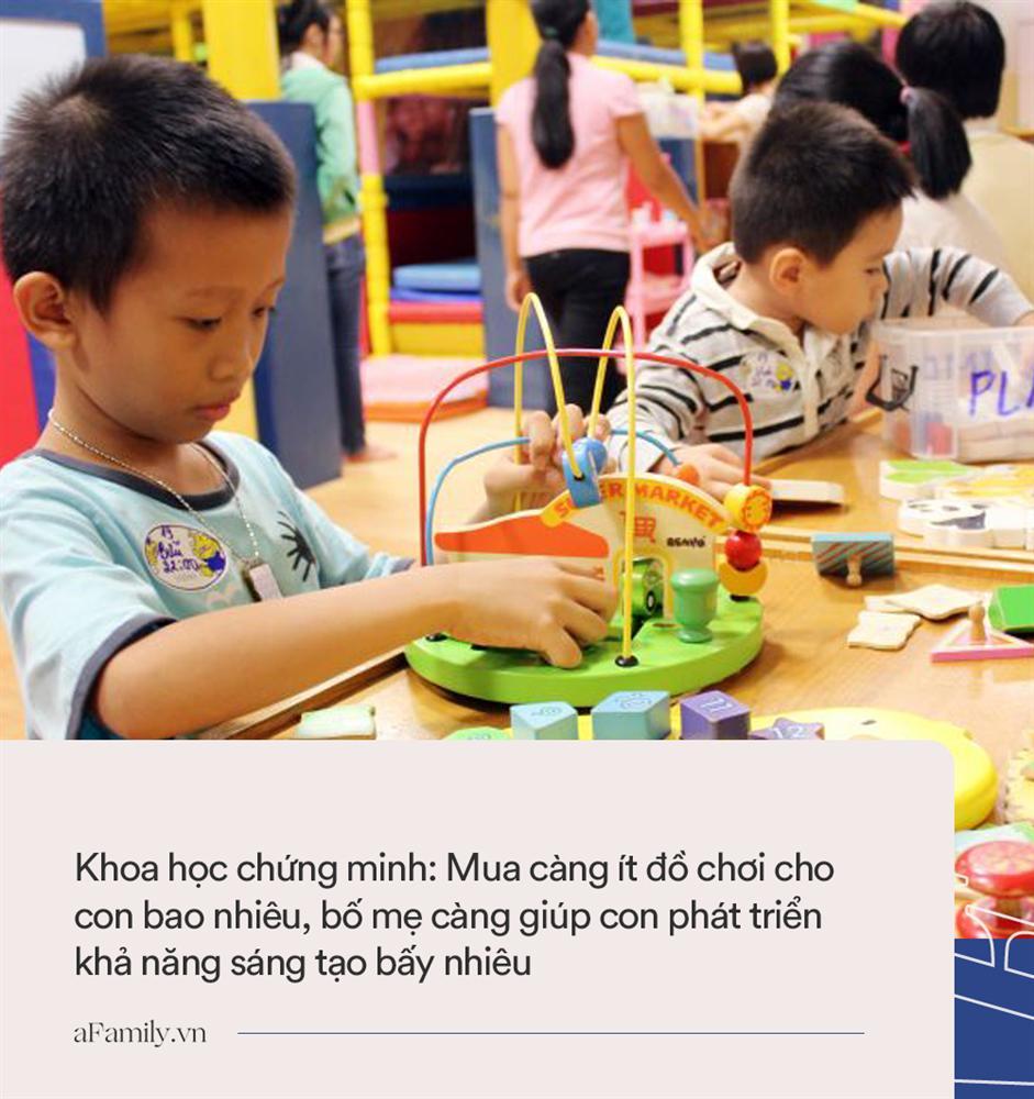 Chuyên gia khẳng định: Con càng ít đồ chơi bao nhiêu càng nhận được những lợi ích này bấy nhiêu, bố mẹ cần biết sớm để dạy con vượt trội-1