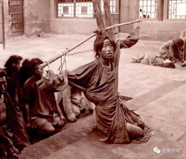 Trước khi hành hình, tại sao tử tù cổ đại được cho ăn một bữa cơm thịnh soạn kèm miếng thịt sống bốc mùi nhưng vẫn rất cảm kích?-1