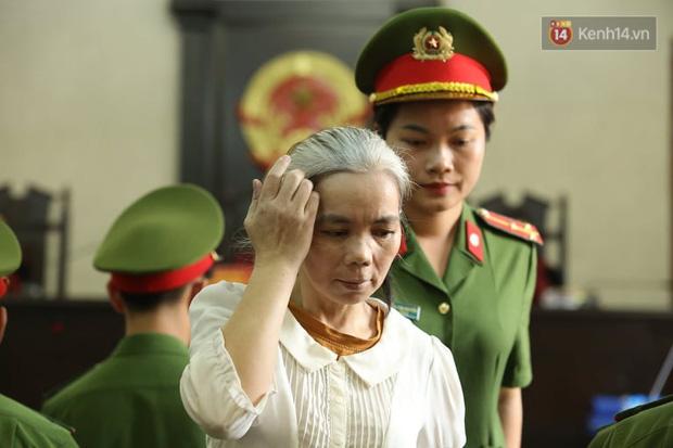 Bùi Thị Kim Thu bất ngờ đánh lén một bị cáo tại phiên tòa xử phúc thẩm vụ nữ sinh giao gà-1