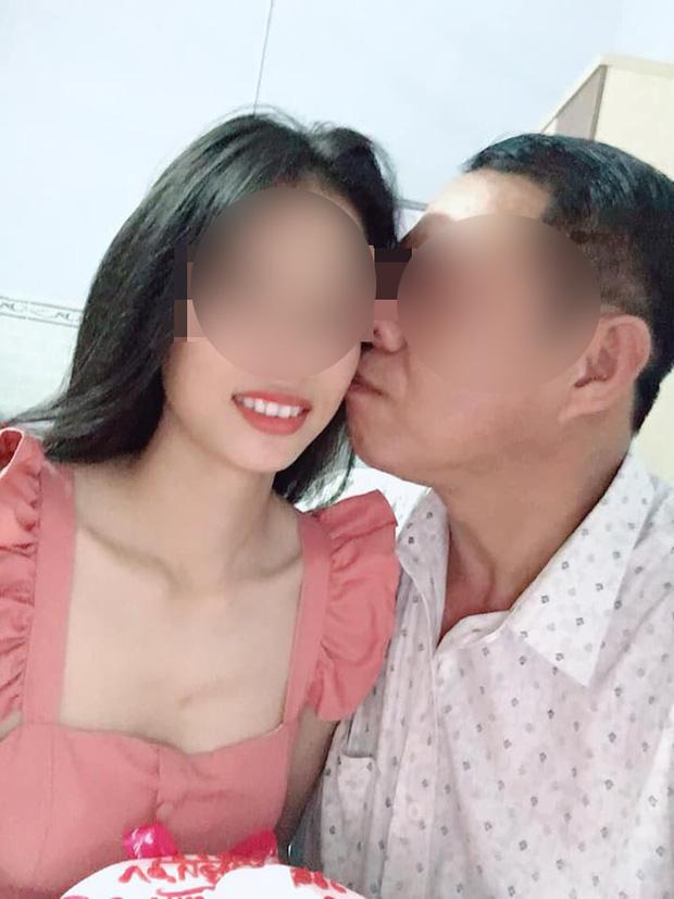 Xôn xao câu chuyện thầy giáo 53 tuổi cưới học trò 21 tuổi: Đối mặt với án kỷ luật vì tự ý bỏ dạy 1 tuần-2