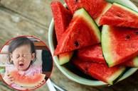 Bé gái 4 tuổi đột nhiên sốt cao và đi ngoài ra máu, nguyên nhân đến từ cách ăn dưa hấu sai lầm mà rất nhiều người cũng hay mắc phải trong mùa hè