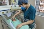 Thông tin mới nhất về tình hình sức khỏe bé sơ sinh bị bỏ rơi dưới hố ga ở Hà Nội sau 15 ngày nhập viện-2