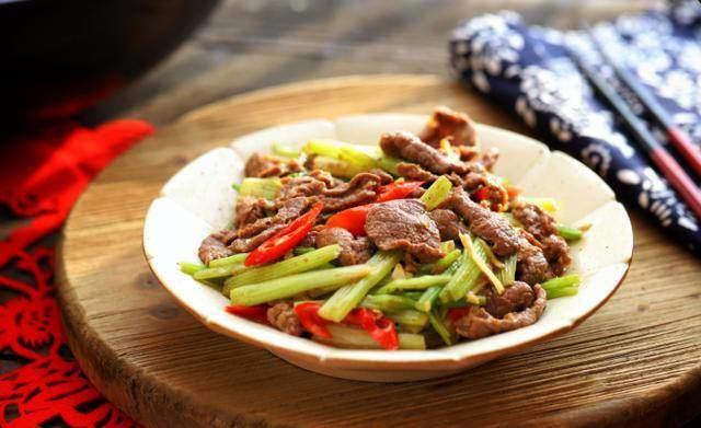 Xào thịt bò, thêm 2 nguyên liệu này thịt mềm, ngon khiến ai cũng muốn ăn nhiều-5