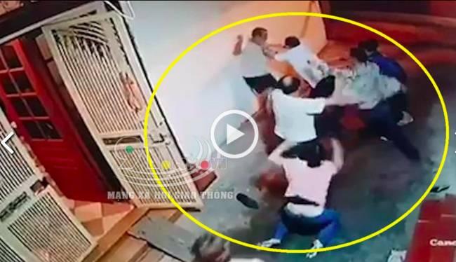 2 gia đình cầm tuýp sắt lao vào hỗn chiến kinh hoàng, người ra can ngăn cũng bị hành hung không thương tiếc-1