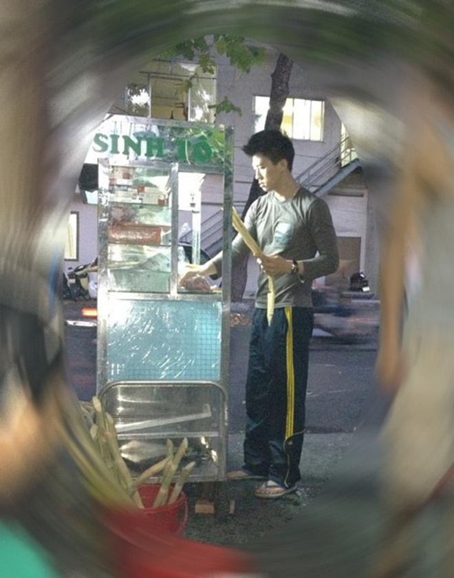 Siêu mẫu Việt từng làm công nhân quét rác, bán nước mía để kiếm sống giờ ra sao?-2
