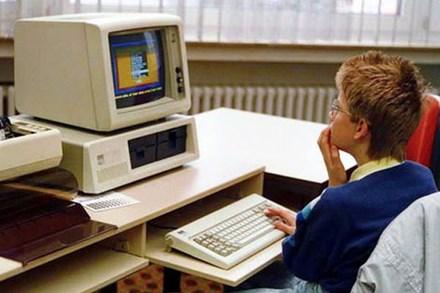 Bill Gates thức đến 4h sáng để viết game máy tính đầu tiên thế giới, bị Apple cà khịa là 'trò chơi đáng xấu hổ nhất'