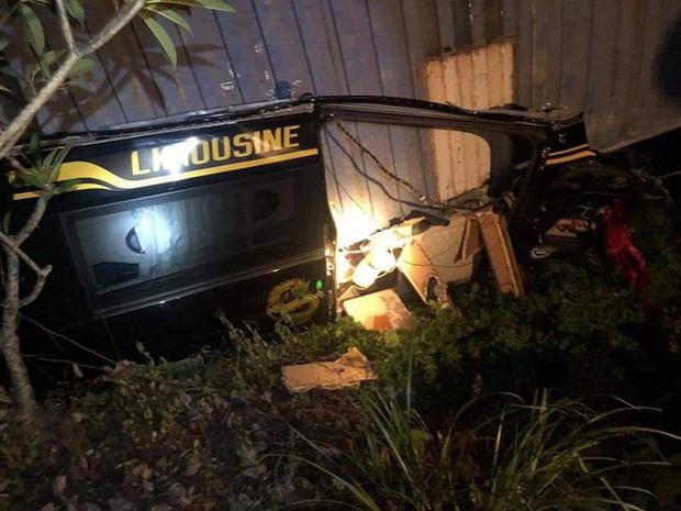 Hiện trường kinh hoàng vụ xe limousine bị container đè bẹp khiến giám đốc, thư ký và tài xế tử vong ở Quảng Ninh-1