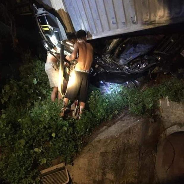 Hiện trường kinh hoàng vụ xe limousine bị container đè bẹp khiến giám đốc, thư ký và tài xế tử vong ở Quảng Ninh-2