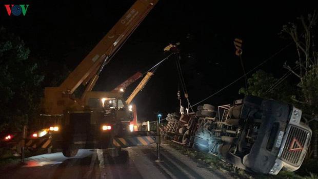 Hiện trường kinh hoàng vụ xe limousine bị container đè bẹp khiến giám đốc, thư ký và tài xế tử vong ở Quảng Ninh-4
