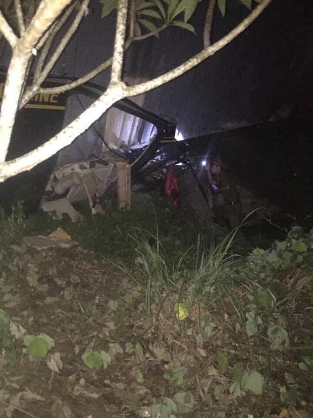 Hiện trường kinh hoàng vụ xe limousine bị container đè bẹp khiến giám đốc, thư ký và tài xế tử vong ở Quảng Ninh-5