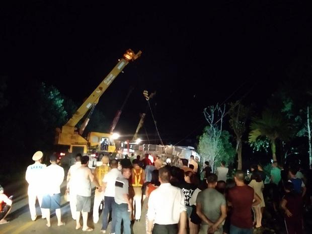 Hiện trường kinh hoàng vụ xe limousine bị container đè bẹp khiến giám đốc, thư ký và tài xế tử vong ở Quảng Ninh-10
