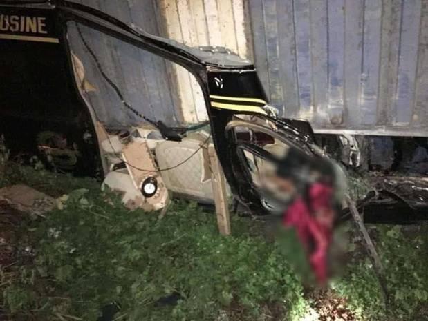 Hiện trường kinh hoàng vụ xe limousine bị container đè bẹp khiến giám đốc, thư ký và tài xế tử vong ở Quảng Ninh-11