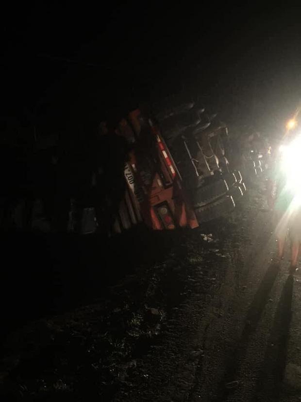 Hiện trường kinh hoàng vụ xe limousine bị container đè bẹp khiến giám đốc, thư ký và tài xế tử vong ở Quảng Ninh-8