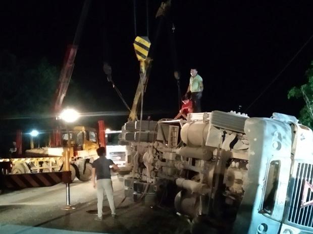 Hiện trường kinh hoàng vụ xe limousine bị container đè bẹp khiến giám đốc, thư ký và tài xế tử vong ở Quảng Ninh-9