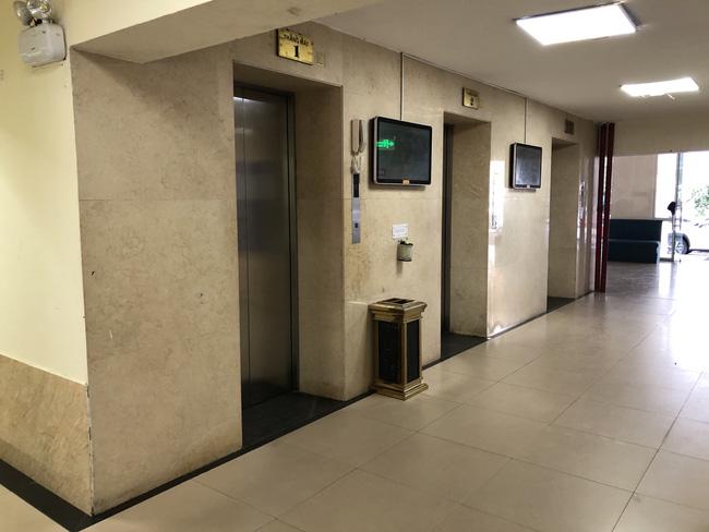 Người đàn ông trình độ thạc sĩ nghi dâm ô bé trai trong thang máy-2