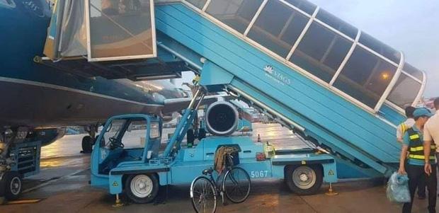 Công an tiếp nhận xác định nguyên nhân nữ hành khách ngã xe thang máy bay ở Tân Sơn Nhất-1