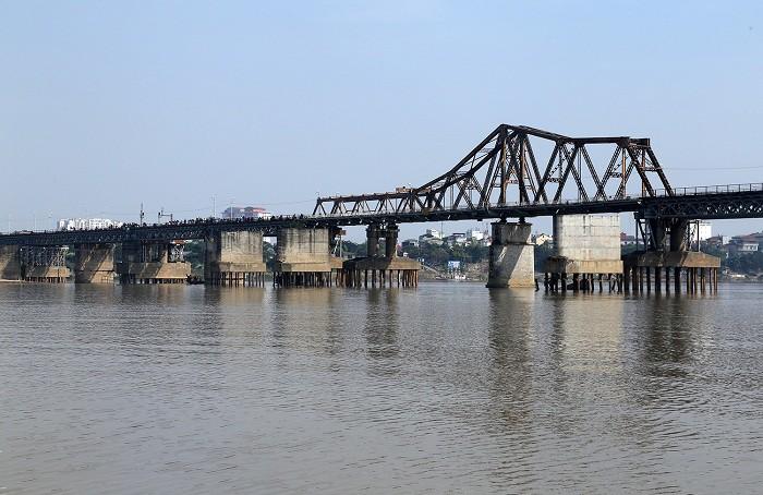 Phát hiện vật thể nghi là bom gần cầu Long Biên-1