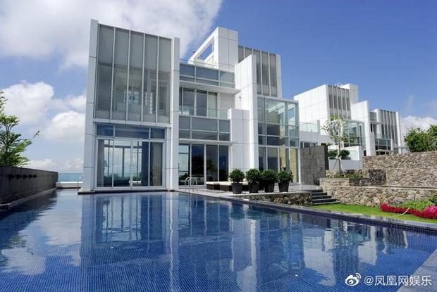 Rầm rộ tin Châu Tinh Trì thua bạc, vội thế chấp siêu biệt thự 3,5 ngàn tỷ đồng, bị tình cũ đòi thêm 245 tỷ nợ nần-5